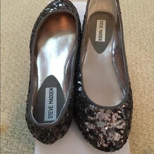 New never worn Steve Madden flats
